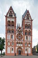 Limburg: Die Westfassade des Doms mit den Doppeltürmen