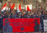 Frontreihe einer Antifademonstration (Symbolbild)