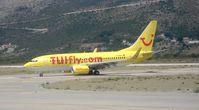 Eine Tuifly Boeing 737-700 D-AHXI in Dubrovnik.