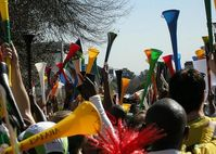 """Vuvuzelas in verschiedenen Farben am """"Vuvuzela Day"""" Bild: Dundas Football Club"""