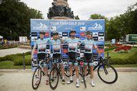 Walther, Mai, Vrecko und Kessler feiern den Doppel-erfolg von Team Strassacker.