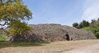 Neolithischer Cairn - Ganggrab auf der Gavrinis Insel, Bretagne