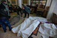 Leichen in der zum provisorischen Krankenhaus umfunktionierten Lobby des Hotels Ukrajina (20. Februar 2014)