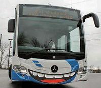 """""""Lächeln im Bus ist ein Muss"""" Schülerinnen und Schüler der Kopernikus Hauptschule haben einen KVB-Bus gestaltet"""