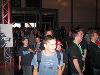 Um Punkt 9.00 Uhr strömen die ersten Besucher in die Hallen.