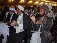 """Delegierte der Loja Dschirga, dt. """"Große Ratsversammlung"""" in Kabul 2002 (Archivbild)"""