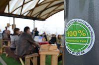Die Initiative 100% Tempelhofer Feld setzt sich dafür ein, dass das Flughafengelände in seiner jetzigen Form beibehalten und nicht bebaut wird.