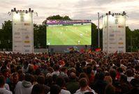 Public Viewing auf dem Waterlooplatz in Hannover zur Fußball-EM 2012