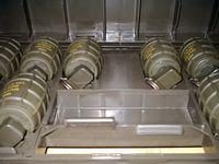 Vorschriftsmäßiger Transport der DM51 Handgranate im Transportkoffer der Bundeswehr