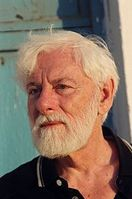 Uri Avnery (* 10. September 1923  in Beckum, Deutschland als Helmut Ostermann) ist ein israelischer  Journalist, Schriftsteller und Friedensaktivist. Er war in drei Legislaturperioden für insgesamt zehn Jahre Parlamentsabgeordneter in der Knesset (1965−1969, 1969−1973 und von 1977−1981). Bild: de.wikipedia.org