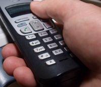 Blick aufs Handy erhöht Unfallrisiko dramatisch. Bild: pixelio.de)