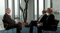 Torsten Hinrichs, Deutschlandchef bei Standard and Poor's, (links) im Interview mit Beate Höbermann und Christian Dezer. Bild: ZDF und Torsten Groß