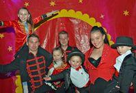 Fernando und Maike Trumpf sind mit ihren Kindern der Circus Ronelli.  Bild: Circus Ronelli Fotograf: Evangelische Kirche im Rheinland