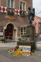 Trauerbekundungen am Kiepenkerl-Denkmal am Tag danach