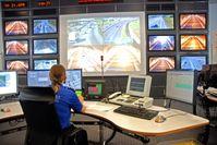 Alarmzentrale & Ort wo Bürger überwacht werden (Symbolbild)