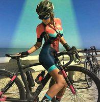 Radfahrerin (Symbolbild)