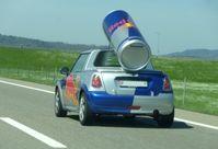 Red-Bull-Werbefahrzeug in der Schweiz
