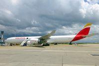 Ein Airbus A340-600 der Iberia (Symbolbild): Die 4. größte Volkswirtschaft der Erde hat kein funktionierendes Flugzeug mehr...