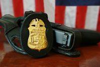 FBI-Dienstmarke und Glock-Dienstpistole