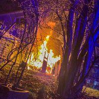 Gartenlaube in Vollbrand Bild: Feuerwehr