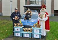 Übergabe Teddybären Bild: Polizei