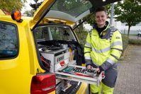 Lisa schraubt gerne an Autos und hat ihr Hobby zum Beruf gemacht. Bild: ZDF Fotograf: Reinhard Bettauer/DHF Media