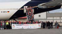 """Die deutsche Olympiamannschaft, das erfolgreiche """"Team D"""", ist auf dem Frankfurter Flughafen gelandet. Bild: picture-alliance"""
