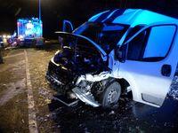 Der Transporter nahm erheblichen Schaden. Bild: Polizei Minden-Lübbecke