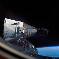 Gemini 6 während des Rendezvous mit Gemini 7