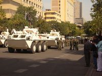 Bewaffnete Volkspolizei mit Radpanzern (Symbolbild)