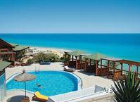 """BU: Das Ressort Monte Marina Playa auf Fuerteventura. Hier haben - in einem  abgegrenzten Appartement-Bereich - nur FKK-Gäste Zutritt. Reisende, die das nicht möchten, wohnen räumlich getrennt im Hotel. Weil alles im Prospekt beschrieben ist, gibt es keinen Grund für Reisemängel. Bild: """"obs/alltours flugreisen gmbh"""""""