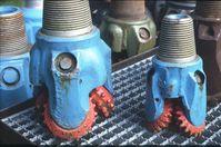 Erdöl-Bohrmeißel mit je 3 gezähnten Kegelrollen