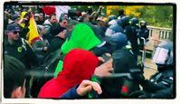 Polizisten attackieren friedliche Demonstranten mit Schlagstöcken, Pfefferspray, Wasserwerfer und Hunden in Berlin am 18.11.2020.