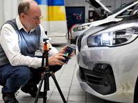 LEDs lassen Scheinwerfer besser leuchten / ADAC untersucht erstes in Deutschland zugelassenes LED Retrofit / Nachrüst-LEDs, die statt konventioneller Halogenlampen im Auto eingebaut werden, können die Verkehrssicherheit deutlich erhöhen. / Weiterer Text über ots und www.presseportal.de/nr/7849 / Die Verwendung dieses Bildes ist für redaktionelle Zwecke unter Beachtung ggf. genannter Nutzungsbedingungen honorarfrei. Veröffentlichung bitte mit Bildrechte-Hinweis. Bildrechte: ADAC/Ralph Wagner Fotograf: ADAC/Ralph Wagner