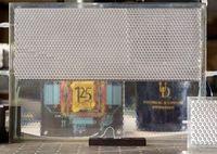 Nur die untere Hälfte der Scheibe ist transparent. Bild: udel.edu