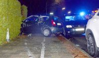 Der Unfallwagen kam in einer Hecke an der Straße Auf der Bult zum Stehen. Bild: Polizei Bremerhaven