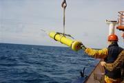 Aussetzen eines Tiefendrifers. Bild: (IFM-GEOMAR)