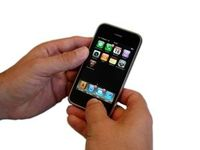 iPhone: Sollte man lieber nicht fallen lassen. Bild: pixelio.de, Kigoo Images