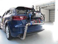 Ein Audi A3 mit dem Messrucksack für RDE-Messungen (Real Driving Emissions). Diese Emissionsmessung im realen Strassenverkehr ist für die Zulassung neuer Fahrzeugtypen ab 1. September 2017 Pflicht. Quelle: Empa (idw)
