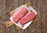"""Artgerechtere Haltung für Kuh und Kalb: Demeter-Kalbfleisch aus kuhgebundener Aufzucht bei Kaufland Bild: """"obs/Kaufland"""""""