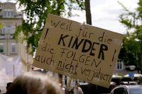 """Was ist bisher geschehen, um Kinder besser vor Missbrauch zu schützen?  Bild: """"obs/ZDFinfo/Chris Caliman"""""""