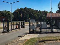 """Kaserneneinfahrt der Theodor-Blank-Kaserne in Rheine. Bild: """"obs/Presse- und Informationszentrum Sanitätsdienst/Patrizia Siotkowski"""""""
