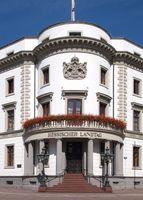 Ecke des Schlosses mit Haupteingang und Inschrift Hessischer Landtag