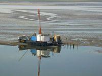 Die Ölförderplattform Mittelplate im Schleswig-Holsteinischen Wattenmeer-Nationalpark.  © WWF / Klaus Günther