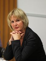 Brigitte Pothmer im September 2009 auf einer Podiumsdiskussion in Göttingen