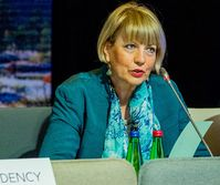 Helga Schmid Bild: EU2017EE Estonian Presidency - Flickr, CC BY 2.0, https://commons.wikimedia.org/w/index.php?curid=60711858