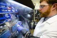 Prüfung einer Lithium-Elektrode im Labor