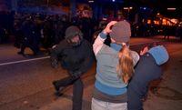 Polizeitruppen gegen Bürger um mit Gewalt um akzeptanz von Einwanderern und politischen Postengeschachere zu akzeptieren? (Symbolbild)