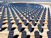 Solarpanele in der Wüste Bild: UM / Eigenes Werk