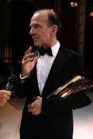 Martin Wuttke bei der Verleihung des Nestroy-Theaterpreises 2010 als bester Schauspieler